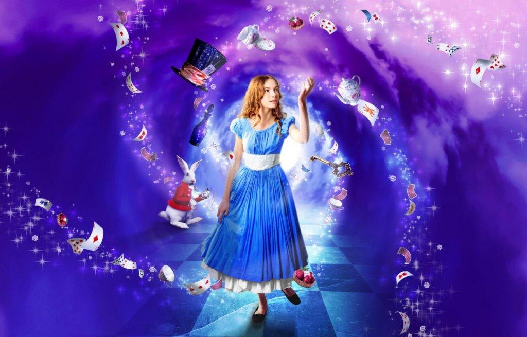 Гайя Мондадори на постере спектакля «Алиса в зимней стране»