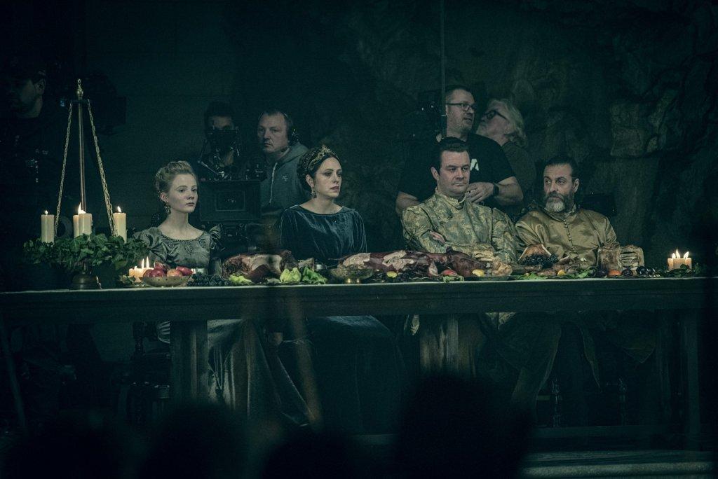 Цири, Калантэ, король Эйст и Мышовур за столом