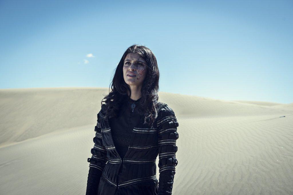 Йеннифер в пустыне
