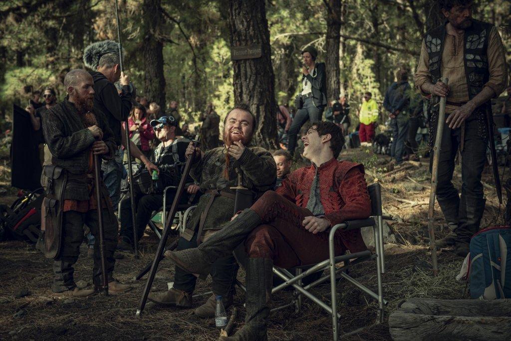 Богольт (Стив Уолл) и Лютик (Джои Бэти). За кадром. 6 серия.