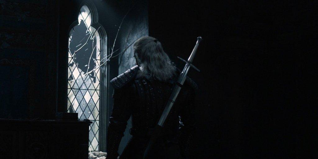 Геральт с серебряным мечом за спиной